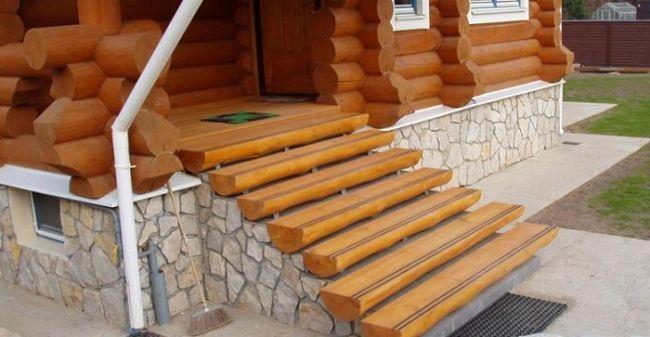 Бетонные лестницы с деревянными ступенями