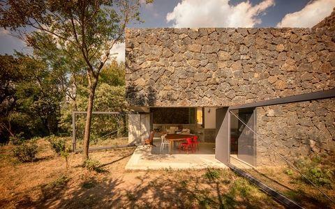 Дом с распашными стенами в пригороде мехико
