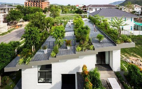 Дом с зеленой крышей во вьетнаме
