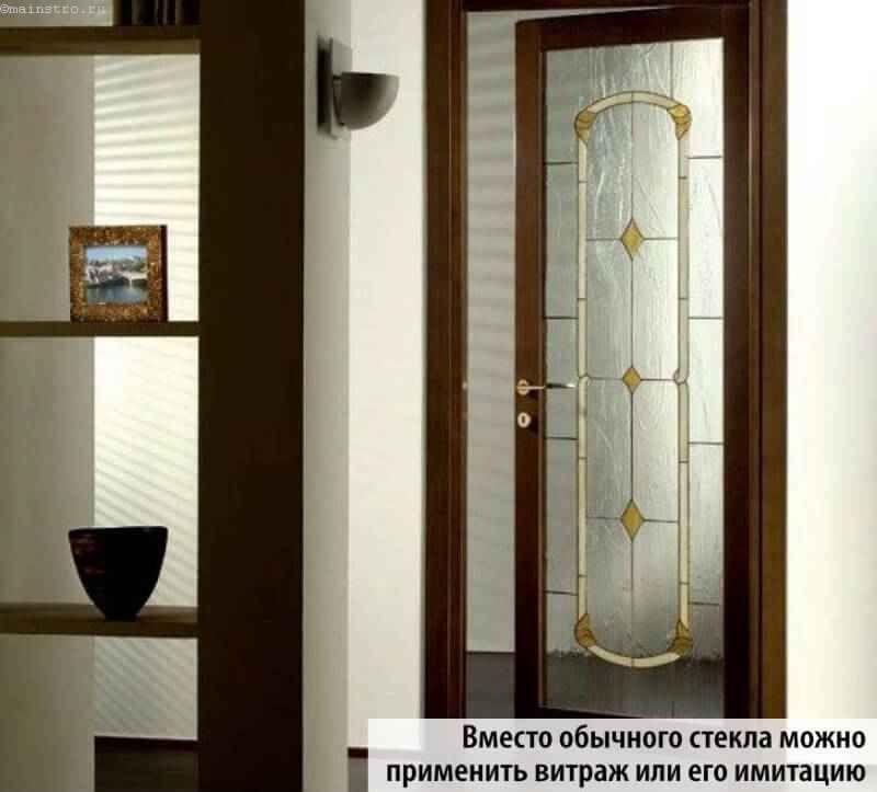 Двери с витражом или его имитацией