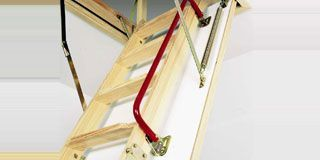 Монтаж чердачных складных лестниц