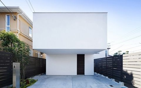 Японский домик для серфингистов с секретным внутренним двориком