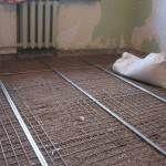 Для усиления прочности используют армирующую сетку
