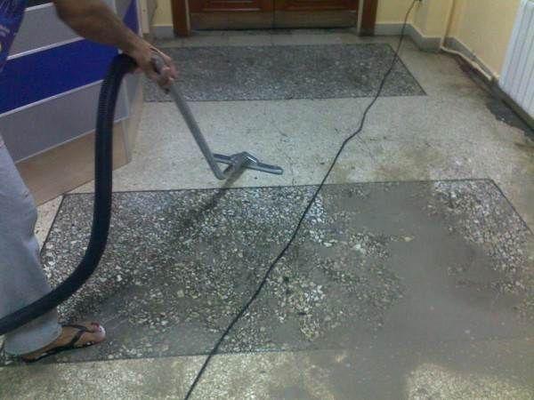 Чем мыть линолеум: средство для напольного покрытия на кухне, чтобы не было разводов, фото, видео