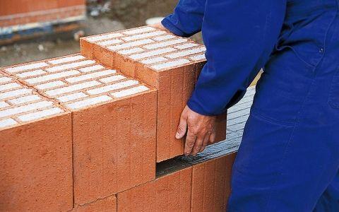 Укладка однослойной стены из керамоблоков. Мастер-класс