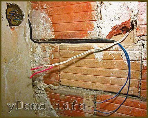Электрическая розетка, перенос розетки на другое место стены.