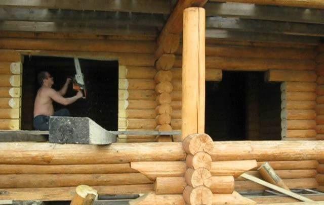 Как самому выпилить окно в деревянном доме