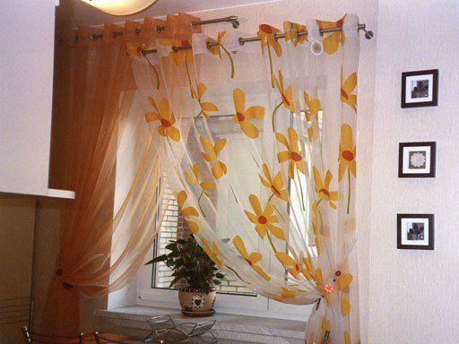 Как выбрать короткие шторы на кухню: фото в интерьере