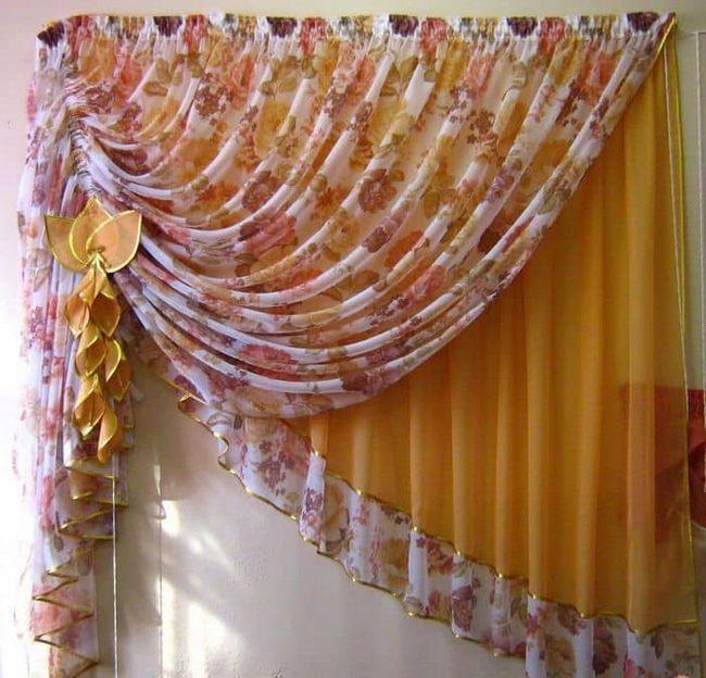 Красивая штора на кухню — главный элемент интерьера