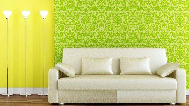 К желтым обоям лучше всего подбирать мебель в светлых тонах
