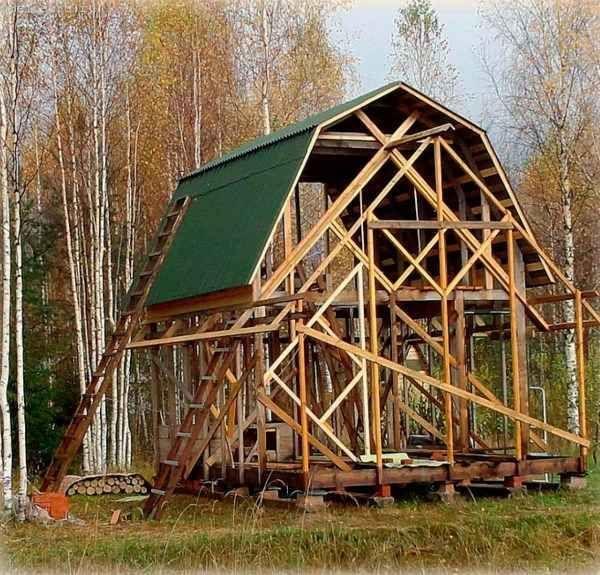 Лестница для дома с ломаной крышей