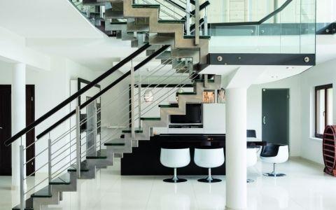 Лестницы из разных материалов: достоинства и недостатки