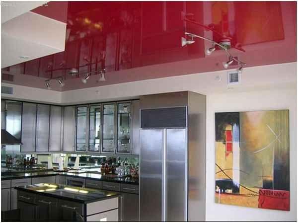 Красные натяжные потолки для кухни