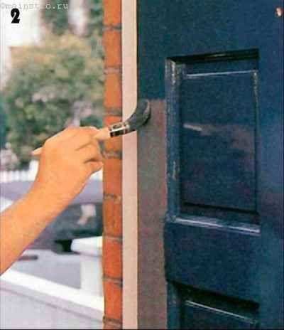 покраске деталей вертикальной обвязки с обеих сторон дверного полотна