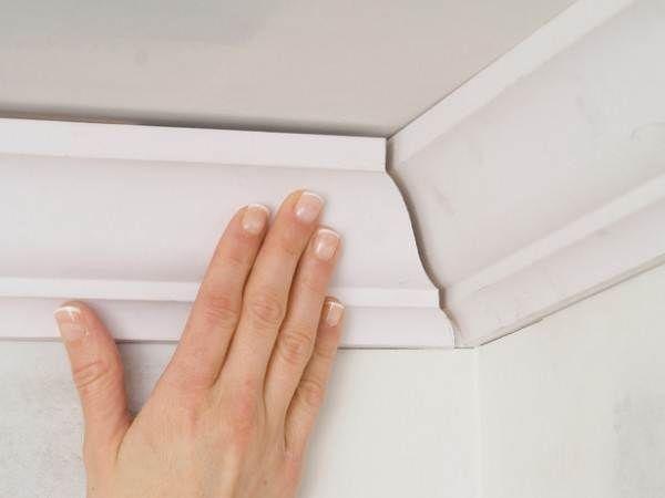 Потолочный плинтус из пенопласта: особенности покраски, как приклеить своими руками, размеры, фото, видео