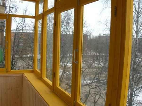 Остекление балконов и лоджий в деревянной раме