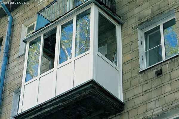 Белый профиль для остекления балконов и лоджий - фото