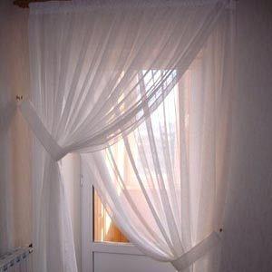 Современный декор с классическими приемами: тюль на окнах
