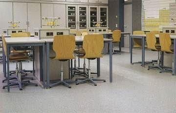 Любительское фото лаборатории, с напольным покрытием, имеющим антистатический эффект