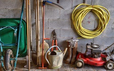 Легкий подход к генеральной уборке - садовый инструмент!