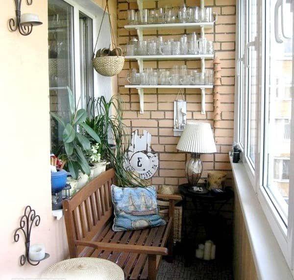 Удобная скамейка на балкон: планируем компактное пространство
