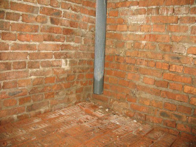 Наилучший материал для устрой- ства стен погреба – обожженный красный кирпич