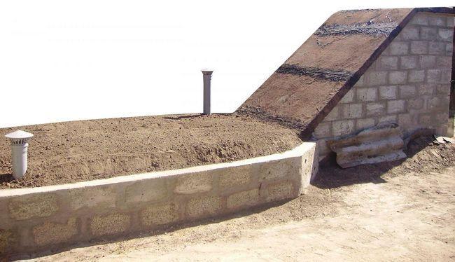Вытяжной и приточный каналы должны быть размещены в противоположных частях погреба