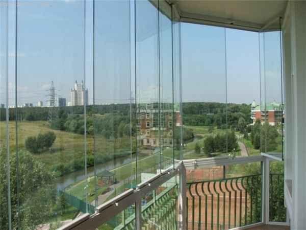 Фото безрамного остекления балконов или лоджий