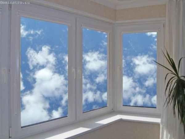 Фото остекления балконов или лоджий распашного типа