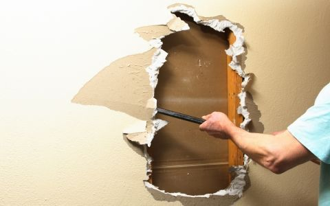 Восстановление гипсокартонной стены (инструменты)