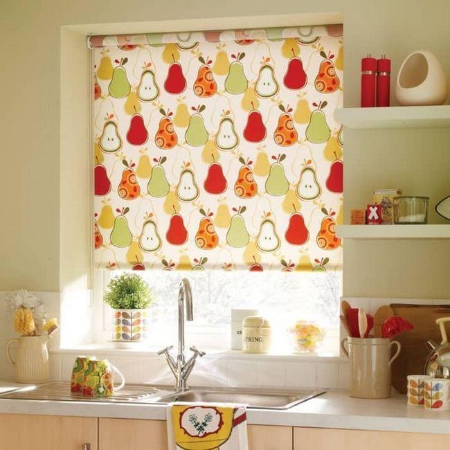 Выбираем рулонные шторы на кухню: оригинальное дизайнерское решение